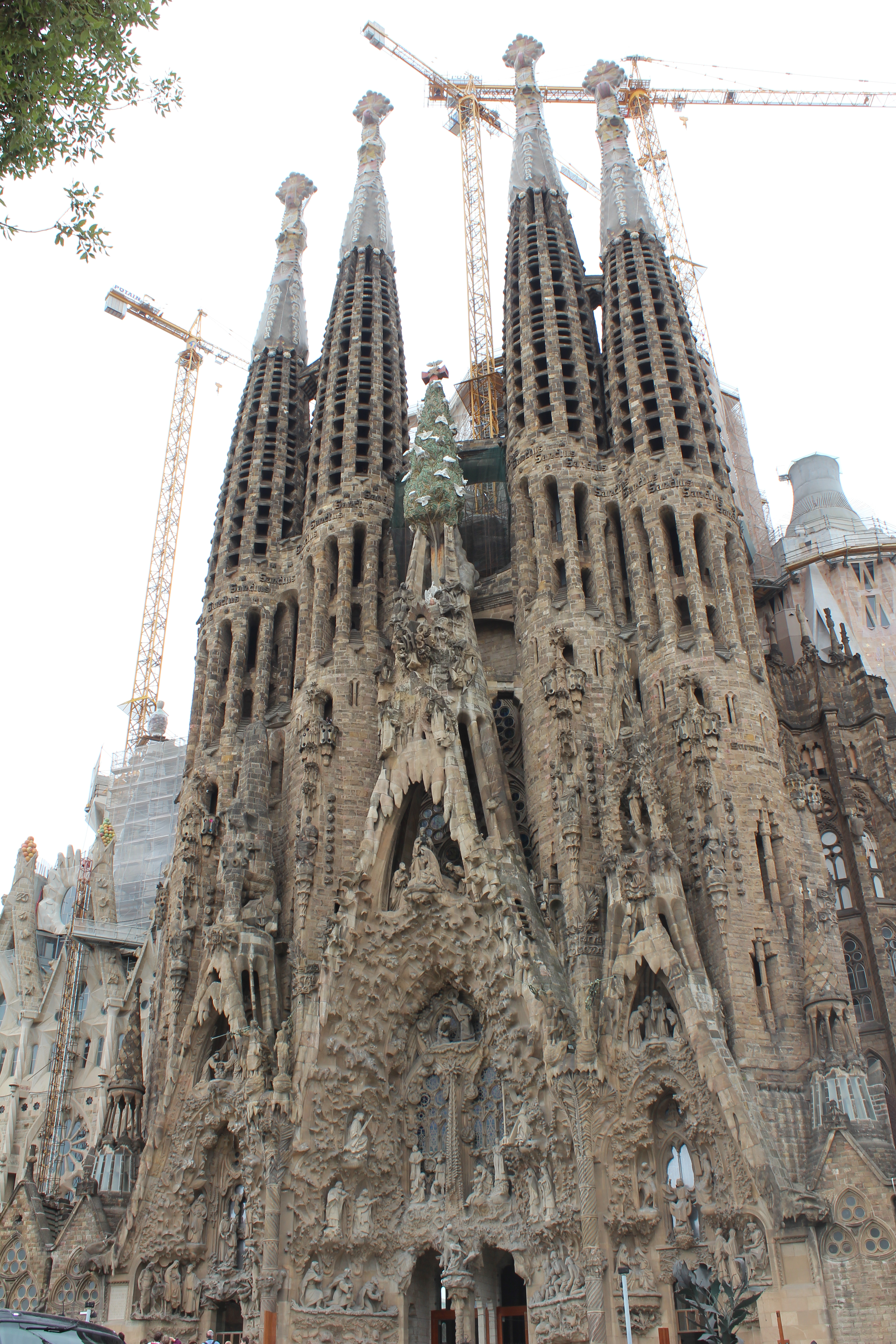 Gaudi family sagrada church in barcelona spain for Gaudi kathedrale barcelona