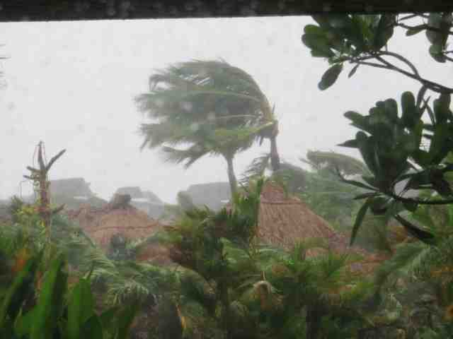 Serious winds and rain from Tropical Storm Evan hitting Fiji, Monday 17-Dec-2012